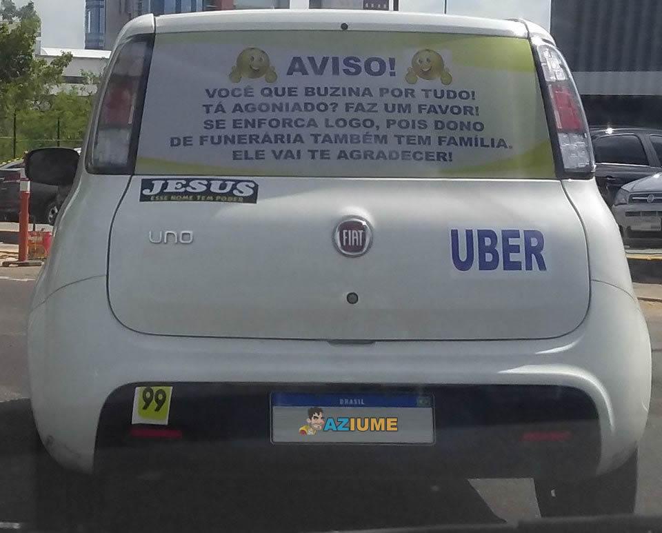 Motorista de app visto numa capital brasileira.