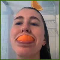 Existe uma comunidade online feita para pessoas que gostam de tomar banho de laranjas